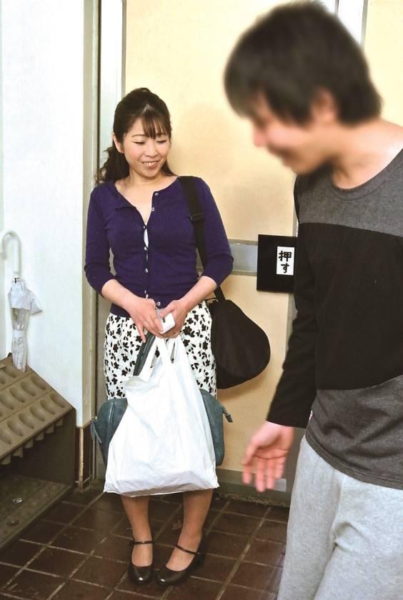 仙台から上京した嫁の母が…巨乳義母 月白さゆり  サンプル画像1