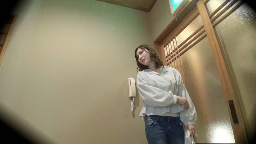 かおり(24) 推定Fカップ 箱根湯本温泉で見つけたお嬢さん タオル一枚 男湯入ってみませんか?  サンプル画像1