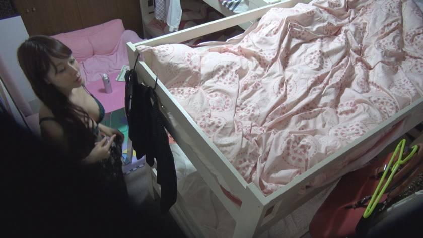 日常をこっそり覗く 女子社員寮オナニー盗撮  サンプル画像2