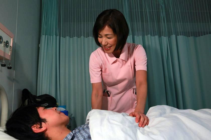 大好きな義母が病院の婦長をしているので入院して近●相姦 (3)  サンプル画像2
