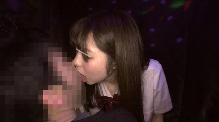 日本最大の繁華街にある「老舗おっぱいパブ」では新人嬢がベテラン嬢から客を奪うために内緒でセックスさせてくれる。しかも生で。 10 音無レナ 沖田里緒 あけみみう 葵千恵  サンプル画像2