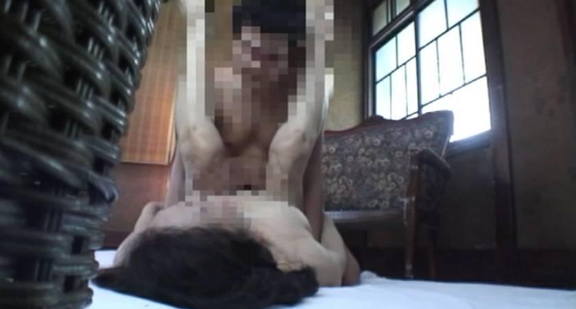 一般家庭を覗いてみたら思いっきりセックス真っ最中だったから大急ぎで録画した俺!  サンプル画像2
