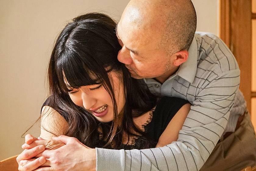 夫の単身赴任中の不貞行為を義父に知られ、欲求不満のカラダを玩具にされる淫乱妻。 由愛可奈  サンプル画像3