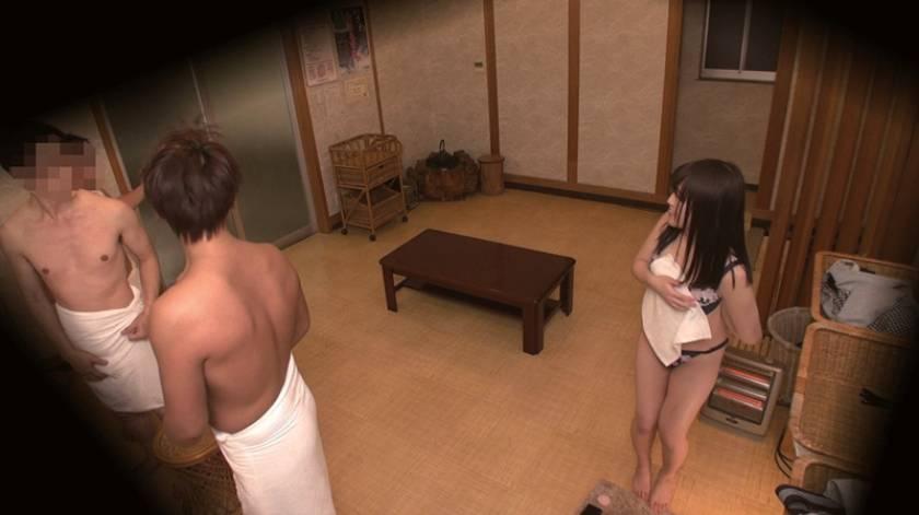 石和温泉で見つけた卒業旅行中の美巨乳女子学生のお嬢さん タオル一枚 男湯入ってみませんか?+過激すぎて未公開だった(秘)映像を一挙大公開 40回記念 12名 8時間SP  サンプル画像3