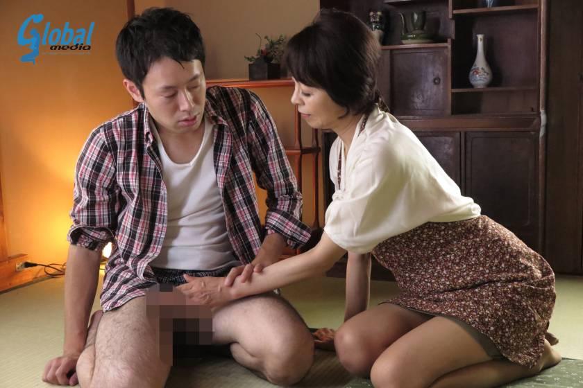 田舎の母子性交 絶倫童貞息子を優しく包み込む五十路母 藍川京子  サンプル画像4