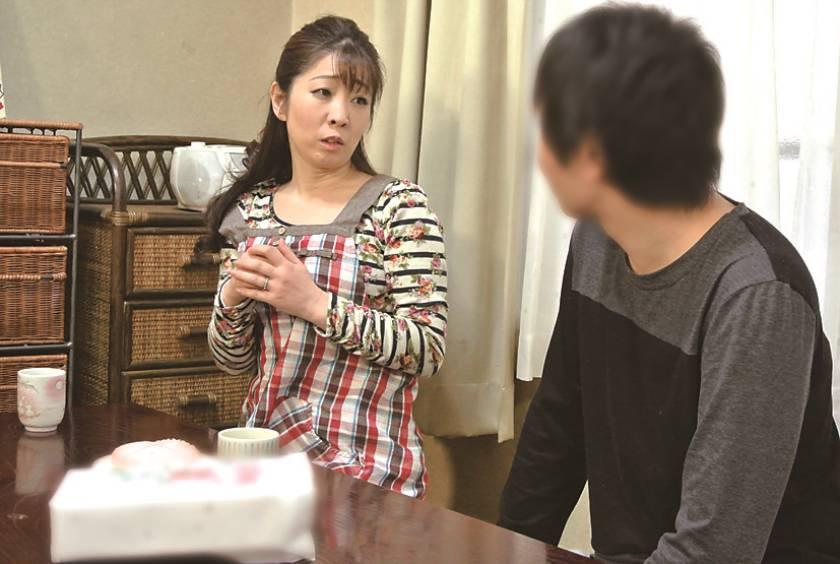 仙台から上京した嫁の母が…巨乳義母 月白さゆり  サンプル画像4