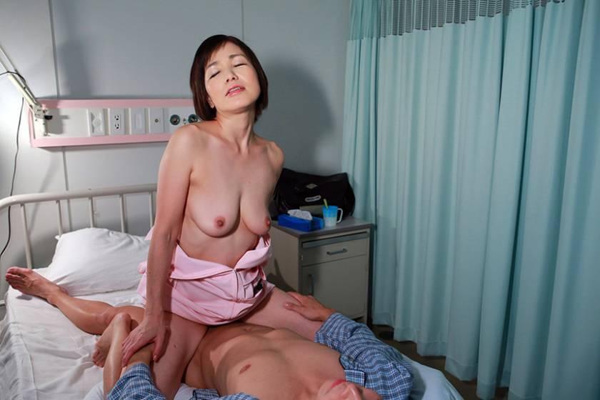 大好きな義母が病院の婦長をしているので入院して近●相姦 (3)  サンプル画像4