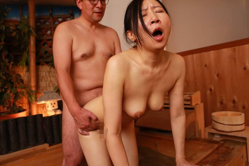 中●しOKな40歳以上の独身美熟女が集まる即ハメ合コンに密着 (3)  サンプル画像4