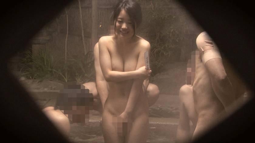 石和温泉で見つけた卒業旅行中の美巨乳女子学生のお嬢さん タオル一枚 男湯入ってみませんか?+過激すぎて未公開だった(秘)映像を一挙大公開 40回記念 12名 8時間SP  サンプル画像4