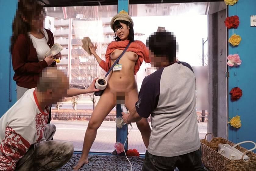 マジックミラー号 ハードボイルド ミラー号ロケでMCの練習台にされリハーサルで本番同様に電マで攻められナマ中出しセックスまでヤラされても『ミラー号の監督になるには何事も経験が一番大切なんだぞ』と言われたら泣き寝入りするしかないサディスティックヴィレッジの女AD  サンプル画像4