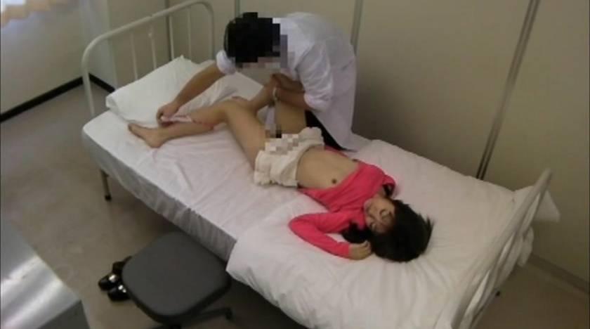 悪徳医師がカメラを仕掛けて撮った映像をAVへ黙って投稿  サンプル画像4