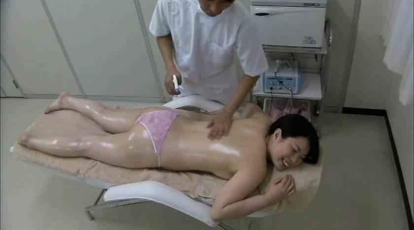 エロマッサージでぬるぬるの濡れ濡れになった人妻をハメる悪徳マッサージ師  サンプル画像4