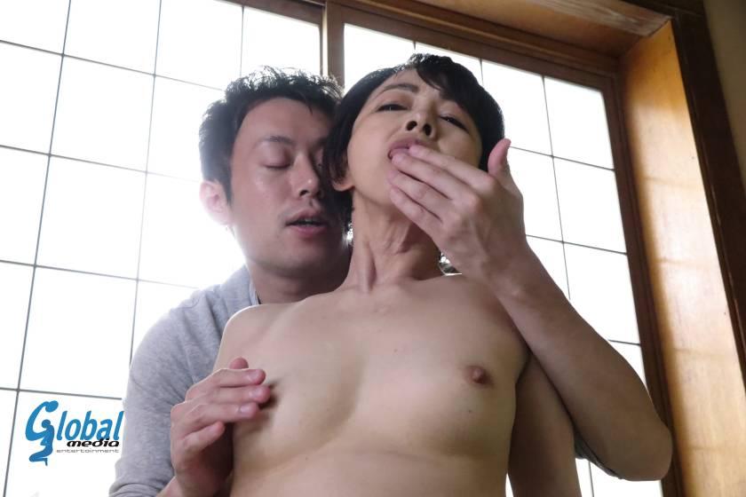 田舎の母子性交 絶倫童貞息子を優しく包み込む五十路母 藍川京子  サンプル画像5
