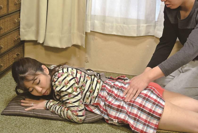 仙台から上京した嫁の母が…巨乳義母 月白さゆり  サンプル画像5