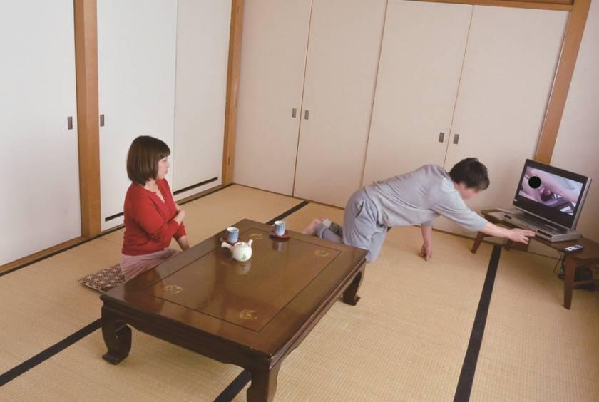 嫁の母とAV鑑賞をするべさ… 藤崎美冬(46)  サンプル画像5