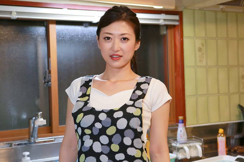男子寮の寮母さんが熟女としては100点の肉感的なカラダなので是非ズコズコしたい (3)  サンプル画像5
