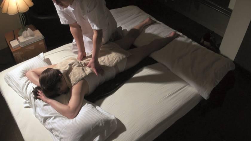 堅物で爆乳な妻を騙して ~結婚記念日に夫婦で泊まったホテルで性感マッサージを… Sさん(37)  サンプル画像6