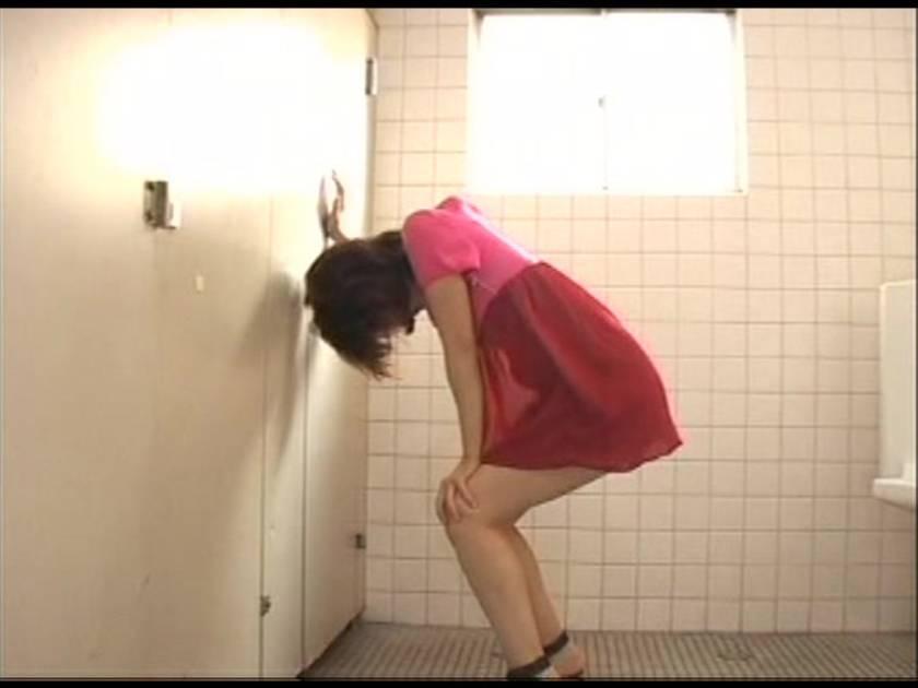 トイレが空いてなくて我慢しきれずおしっこしちゃいました…  サンプル画像6