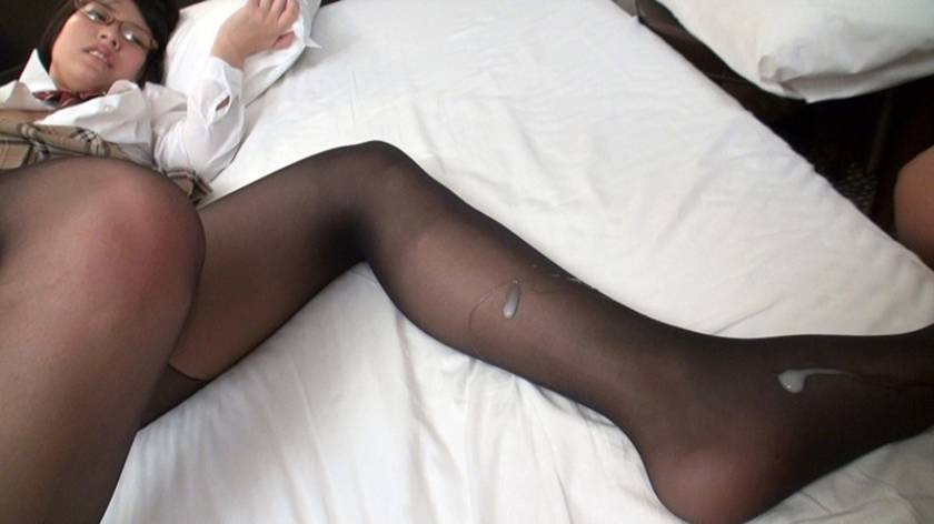 女子○生の甘酸っぱい匂いの蒸れたパンストにドクドク射精!!  サンプル画像6