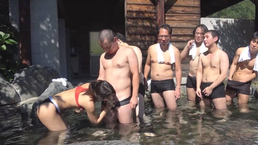 地元で有名なヤリマン巨乳美人妻 肉欲露天温泉10発中出し 鈴木さとみ  サンプル画像7
