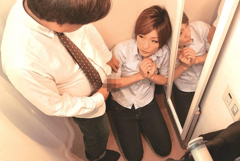 試着室で女子店員に変態猥褻強行 密室盗撮スペシャル240分  サンプル画像7
