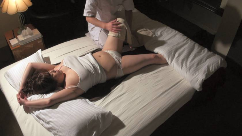 堅物で爆乳な妻を騙して ~結婚記念日に夫婦で泊まったホテルで性感マッサージを… Sさん(37)  サンプル画像8