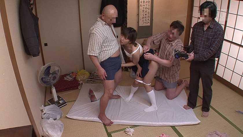 変態おじさん達の鬼畜な悪戯をお父さんに撮ってもらったの 藤川れいな  サンプル画像8