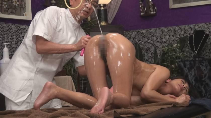 尻穴に媚薬入り浣腸液を注入 人妻アナル狂乱エステ 噴射しっぱなし! 8時間SP  サンプル画像9