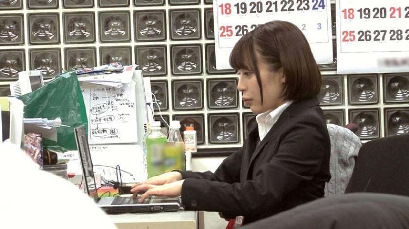 SOD女子社員 宣伝部入社5年目 マジかん広報 望月りさ(24) 平日社内こっそり激ピストンッ!バレないようにと必死に我慢!それでも気持ち良くて小さな身体がめちゃイキ  サンプル画像9