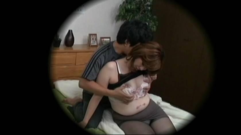 ある家庭の近親情事を隠しカメラが捉えた映像公開  サンプル画像9