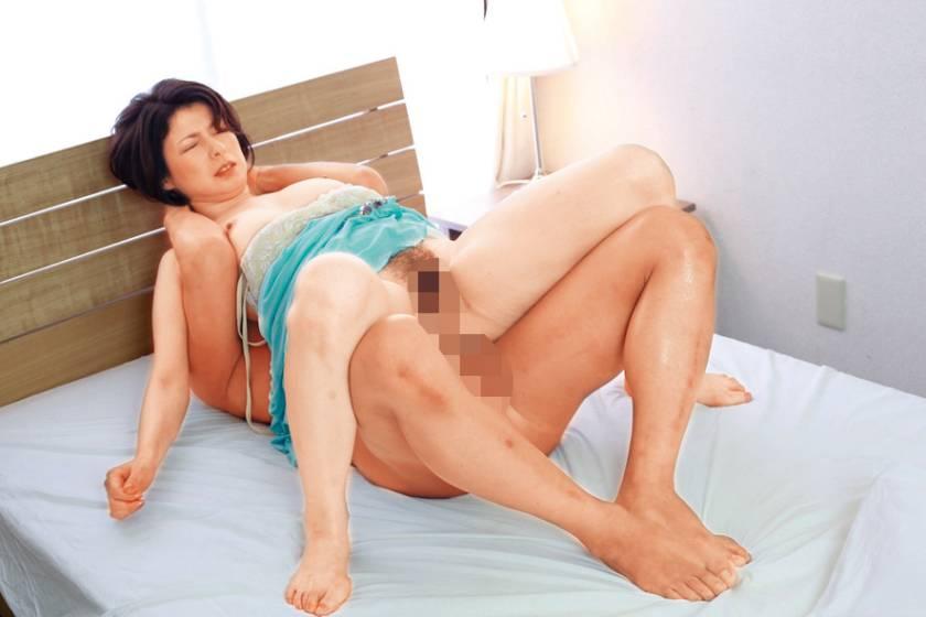 目を疑う奇跡の美しさ…!神秘の美熟女と濃厚エロ快楽SEX!  サンプル画像11