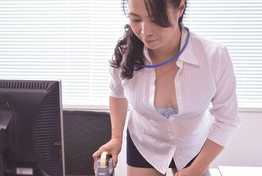 職場のスケベなおばさん セクハラしたらセックスできる…? 1 サンプル画像12