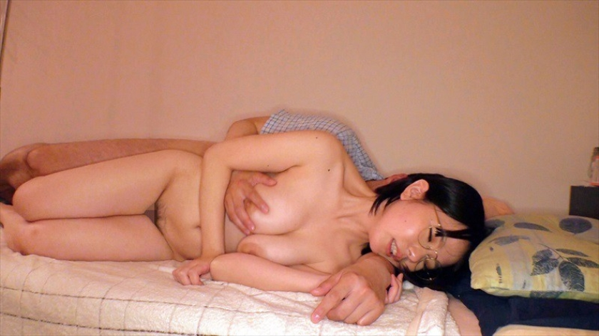 童貞君にカメラ一台だけ持たせて、一般女性宅にお泊りさせるドキ サンプル画像12