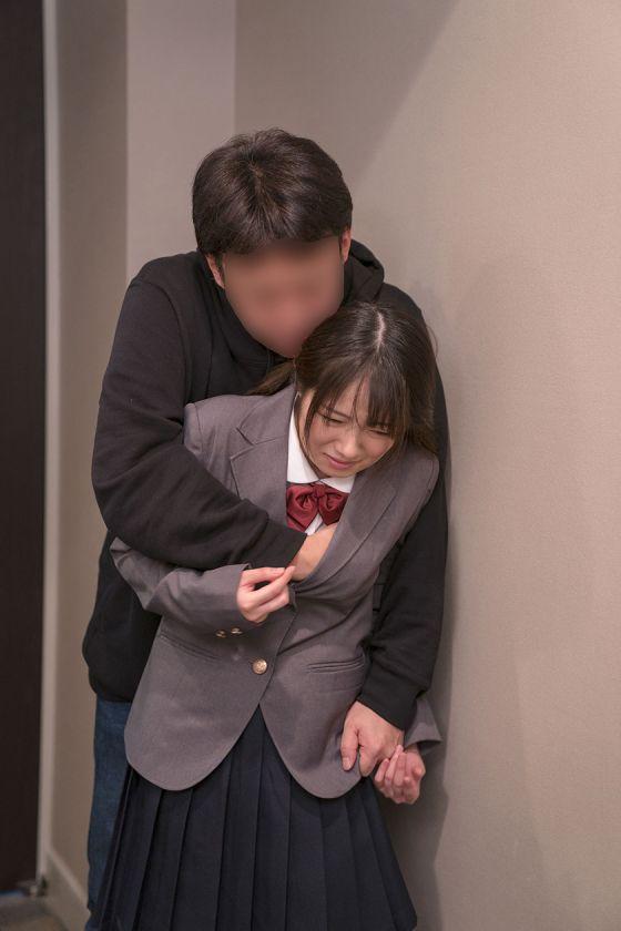 親が見たら泣く動画 幼気な少女が力づくの大人に跨られ膣奥を貫 サンプル画像12