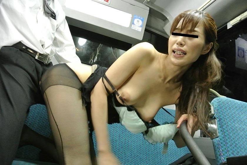 通勤満員バスのOL黒パンストむっちり尻が辛抱たまらん!勃起チ サンプル画像13