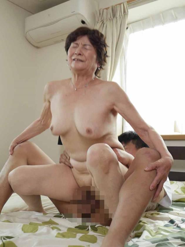 暇な僕とずっと家にいる祖母の淫らな暇つぶし 美月よしの 海老 サンプル画像13