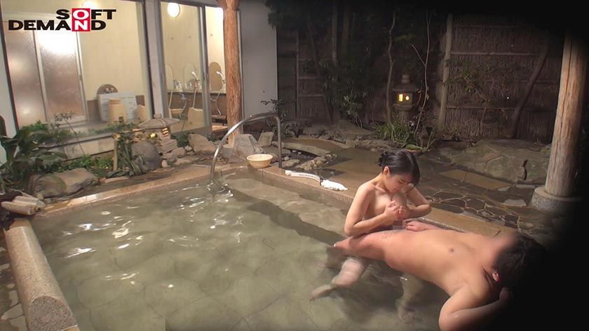 石和温泉で見つけたお友達と旅行中の人妻さん タオル一枚男湯入 サンプル画像15