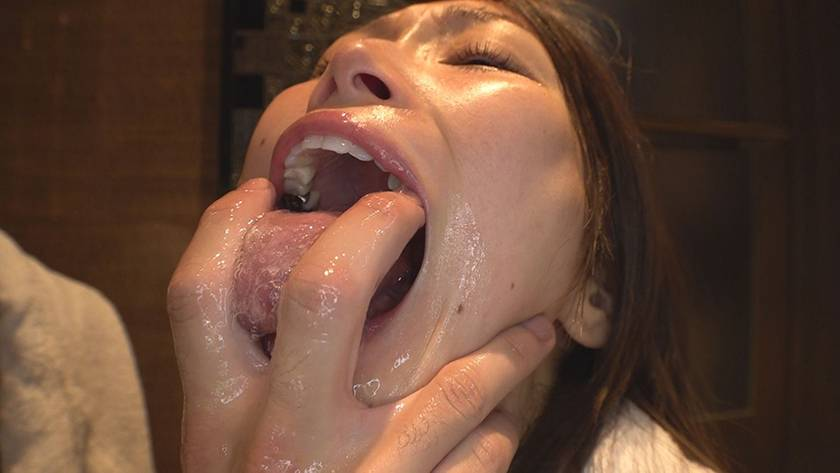 長舌精飲 長いベロでフェラチオする変態栄養士 サンプル画像17
