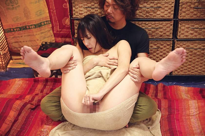 無料体験モニター募集!!偽タイ古式マッサージ 人妻中出しナン サンプル画像1