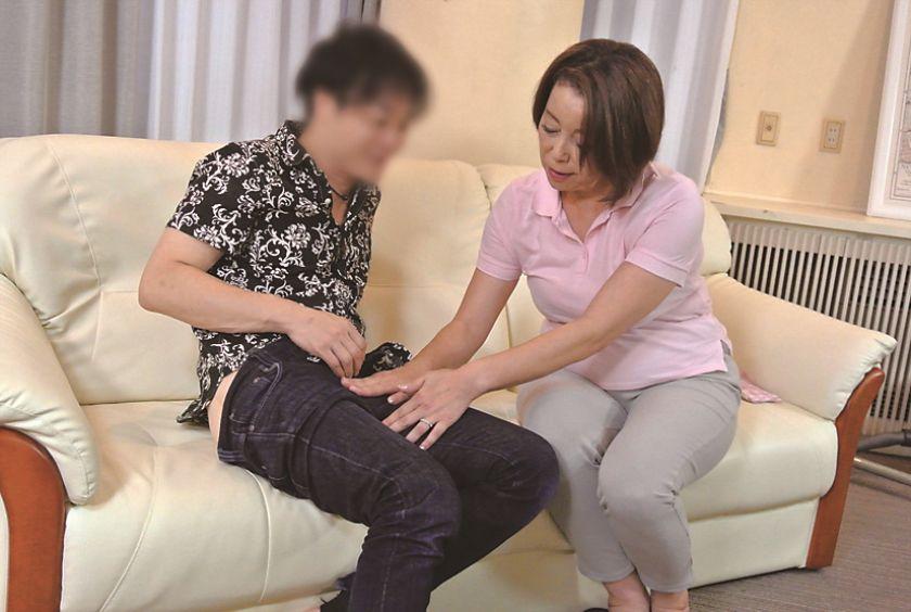 家事代行サービスのおばさんを口説いてSEXする10人4時間  サンプル画像1