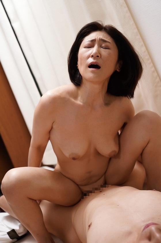 夫の面影を持つ息子と未亡人母 徳山翔子 サンプル画像1