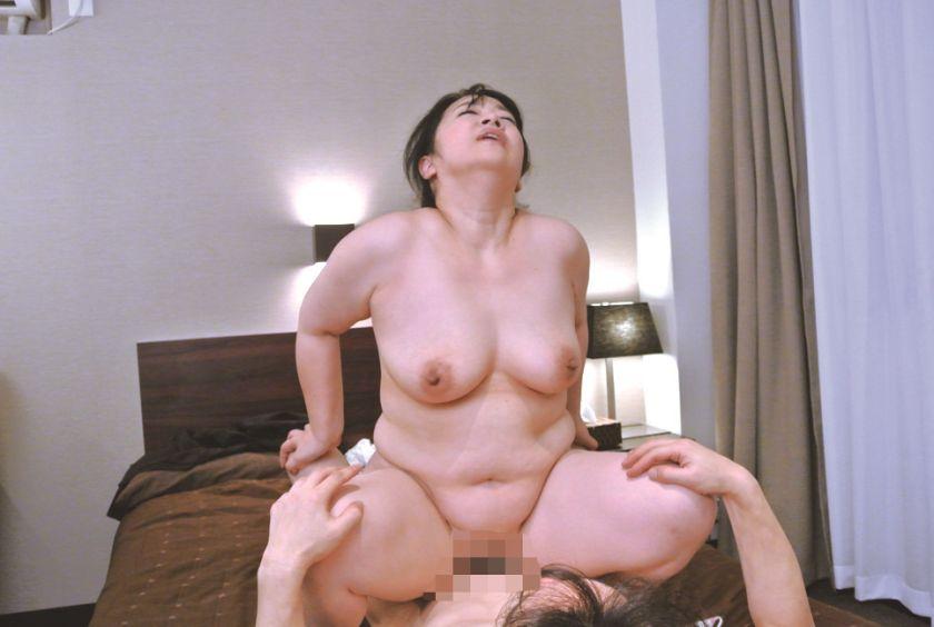 むっちりデカ垂れおっぱいの爆乳奥さんが若いチ○ポ堕ちしてしま サンプル画像21