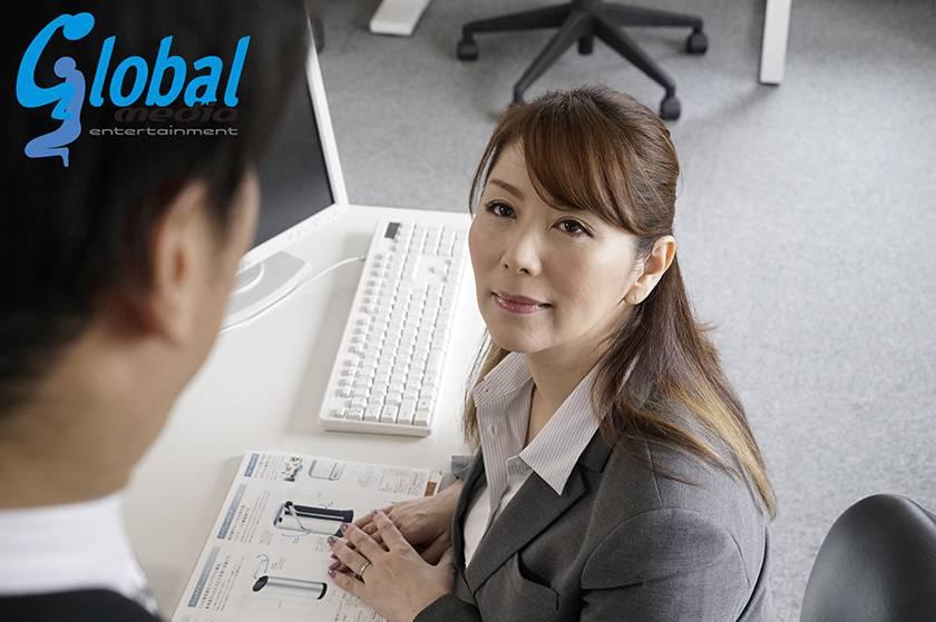 嵐の夜、会社に閉じ込められた女上司と二人きり 翔田千里 サンプル画像2