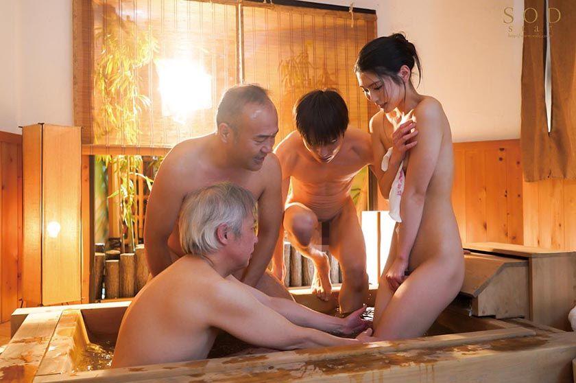 混浴社員旅行NTR 温泉好きな会社の先輩たちと、貸切家族風呂 サンプル画像2