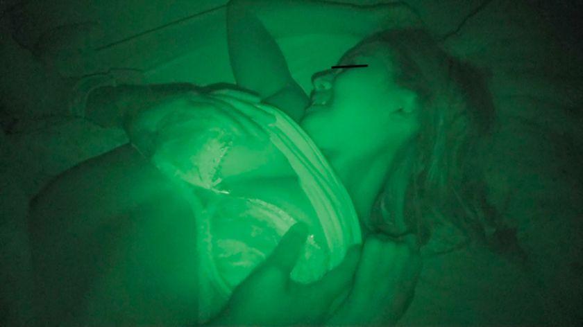 眠る女は格好の獲物!暗がりから忍び寄る魔の手に寝込みを襲われ サンプル画像2