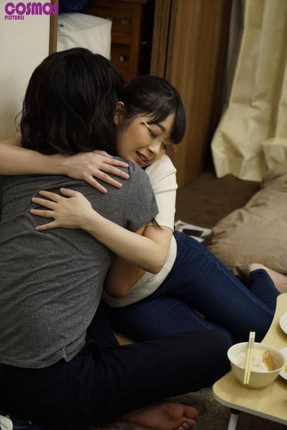 素人妻が一般大学生の自宅にコンドーム1つ渡され一泊 一度のゴ サンプル画像2