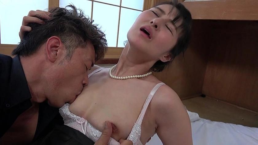 熟女 愛と欲情の昼下がり 旦那の一周忌に尻丸出しで悶える喪服 サンプル画像3