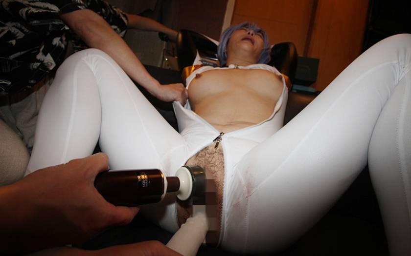 (羞恥)ババコス!(BBA)松坂◯子似のムチムチ巨乳奥さんを サンプル画像3