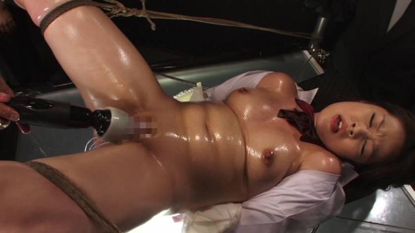 剃毛された秘唇を弄ばれて痙攣する淫肉少女 サンプル画像3