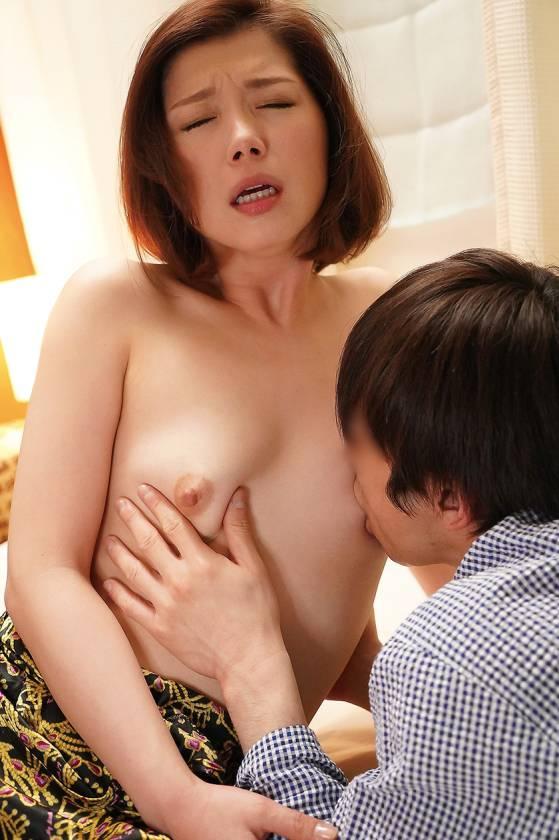 欲求不満な息子の嫁に誘惑されて 加藤ツバキ サンプル画像4